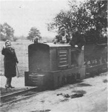 Auch die alte Moorbahn gehört seit 1979 der Vergangenheit an. Vier- bis fünfmal am Tage fuhr sie Frischmoor in Massen heran. Jetzt kommt das für die Behandlung so notwendige Moor über eine Pipeline in die Klinik.