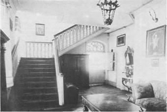 Im Bramstedter Schloß kann vieles bewundert werden. Die Aufnahme wurde allerdings bereits vor rund 100 Jahren gemacht.