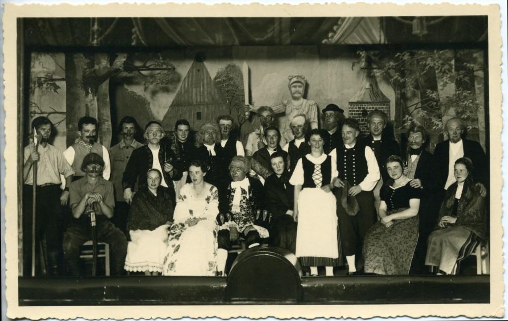 """Ensemble der Aufführung """"Edelmann un Buern"""" 1938"""