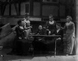 Witwe Wilhelmine Heesch und ihre Töchter