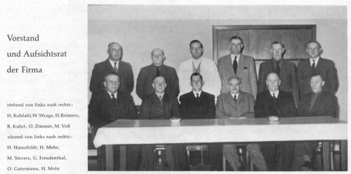 Vorstand und Aufsichtsrat der Firma stehend von links nach rechts: H.Kohfahl, W.Wrage, H.Reimers,R. Kuhrt, O. Zimmer, M. Voß sitzend von links nach rechts: H. Hauschildt, H. Mohr, M. Sievers, G. Freudenthal, O. Gatermann, H. Mohr